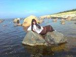 ebamaisel kivil üks neiu